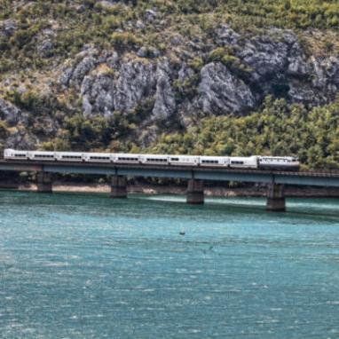 Od jučer su na bh. prugama u upotrebi dugo najavljivani talgo vozovi - i to pod nazivom Bh. voz. Za sada samo na relaciji Sarajevo - Doboj.