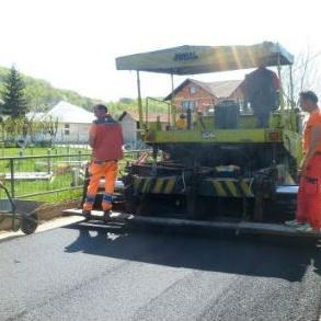 Sredstva za potrebe saniranja puta obezbijeđena su iz GSM licence i iznose 31 000 KM. Za sve radove vezane za asfaltiranje ove dionice puta bila je zadužena firma Divel.