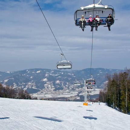 Svi vlasnici sezonskih ski karata kupljenih u OC Jahorina za ovu zimsku sezonu imaju pravo na 4 dana besplatnog skijanja u ski centru Pohorje.