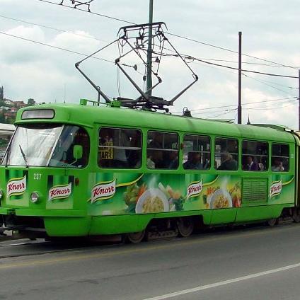 Prije skoro šest mjeseci na hitnoj sjednici Skupštine Kantona Sarajevo usvojeni su zaključci koji su trebali poboljšati poslovanje u preduzeću Gras, koje je u gubicima od gotovo 150 miliona maraka.