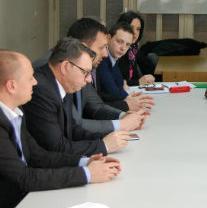 Premijer Kantona Sarajevo Elmedin Konaković je zadovoljan jučerašnjim sastankom s predstavnicima Sindikata komunalne privrede, kao najvećim problemom u Kantonu Sarajevo s kojim se nova Vlada sreće.