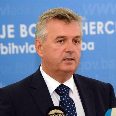 Udruženje poslodavaca FBiH uputilo je čelnicima najvećih političkih stranaka u FBiH otvoreno pismo u ime ljudi koji rade, proizvode, izvoze, investiraju.