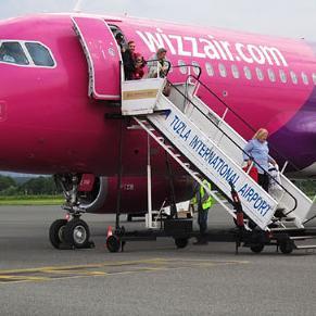 O tome dokle su stigli pregovori sa Međunarodnim aerodromom Sarajevo József Váradi, CEO Wizz Air-a, kaže da su pregovori u tijeku te da je glavni kamen spoticanja to što je on za njih jednostavno skup.
