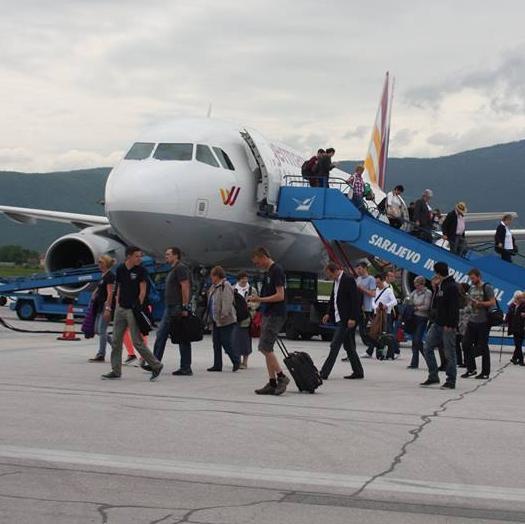 Uvođenje novih linija po pristupačnim cijenama, te kvalitet usluge, jedan su od osnovnih ciljeva ovog preduzeća, shodno tome od decembra mjeseca niskotarifna aviokompanija Flydubai otvara liniju na relaciji Dubai – Sarajevo – Dubai.