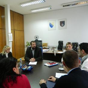 Mjere koje će omogućiti zapošljavanje 800 osoba sa evidencije nezaposlenih sa radnim iskustvom i koje se odnose na prekvalifikaciju, dokvalifikaciju i obuku nezaposlenih osoba bit će upućene Vladi Kantona Sarajevo na razmatranje