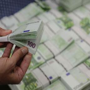 Europska investicijska banka odobrila je prvu tranšu kredita u iznosu od 300 milijuna eura, od ukupno 600 milijuna, za sufinanciranje prioritetnih projekata koji primaju potporu iz EU fondova u razdoblju od 2014. do 2020.