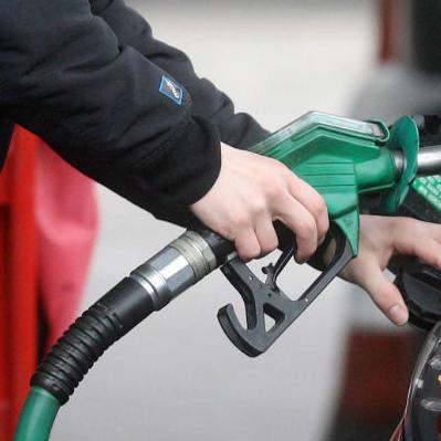 Gorivo na skoro svim benzinskim pumpama u FBiH od danas je jeftinije za pet feninga po litru.