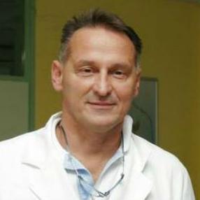Damir Aganović razriješen je danas  dužnosti generalnog direktora Kliničkog centra Univerziteta u Sarajevu, potvrđeno je za Agenciju Fena  iz tog centra.