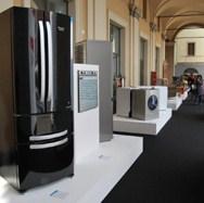 """Indesit Company dobio nagradu za održivi razvoj 2009 za Zelenu ekonomiju """"Made in Italy"""" - Medalja za visok stepen energetske efikasnosti i inovacijama u procesu recikliranja"""