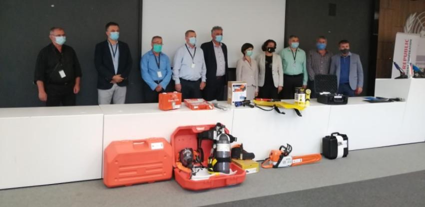 Jablaničkim vatrogascima uručena oprema za gašenje požara