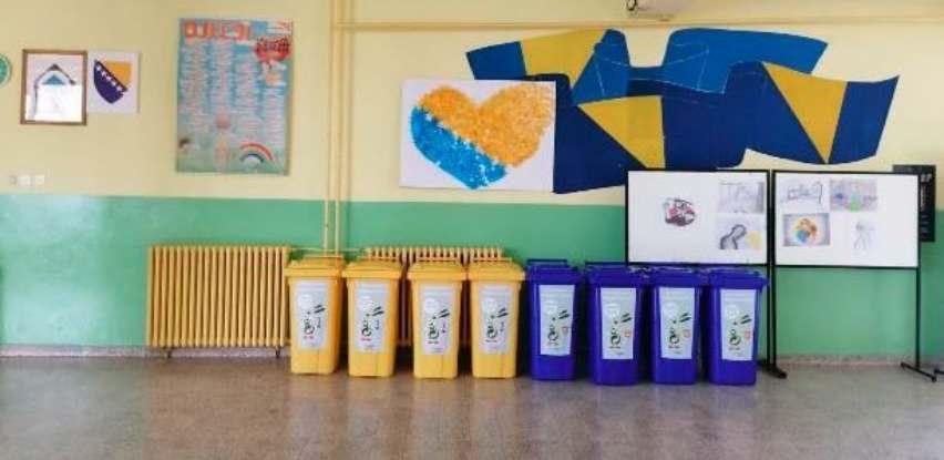 """Ekopak isporučio četiri seta kanti za OŠ """"Mula Mustafa Bašeskija"""" iz Kaknja"""