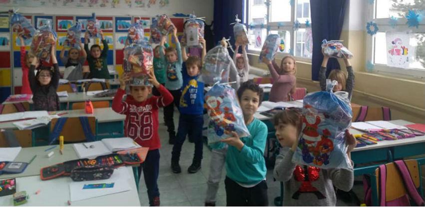 MKF MI-BOSPO iznenadio paketićima 127 prvačića iz Vogošće (Foto)