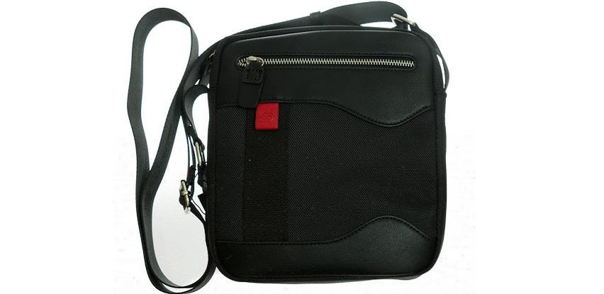 Defter komerc iz svoje ponude izdvaja Bergamo mušku crnu torbicu