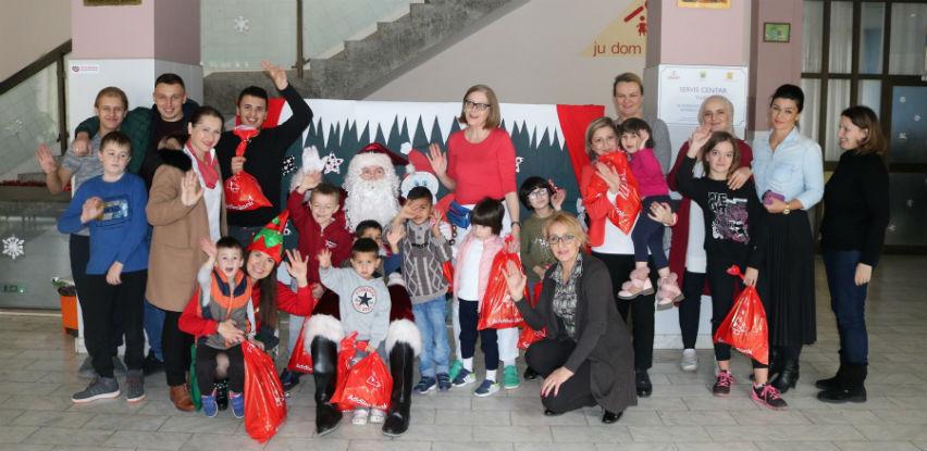 Addiko novogodišnji paketići i za mališane iz JU Dom porodica iz Zenice