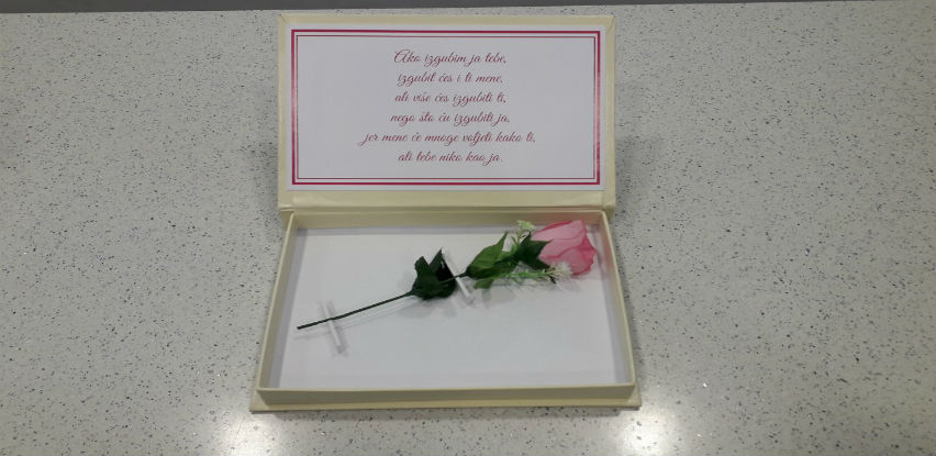 Stihovi i posebno dizajnirani pokloni će upotpuniti vaš dan zaljubljenih