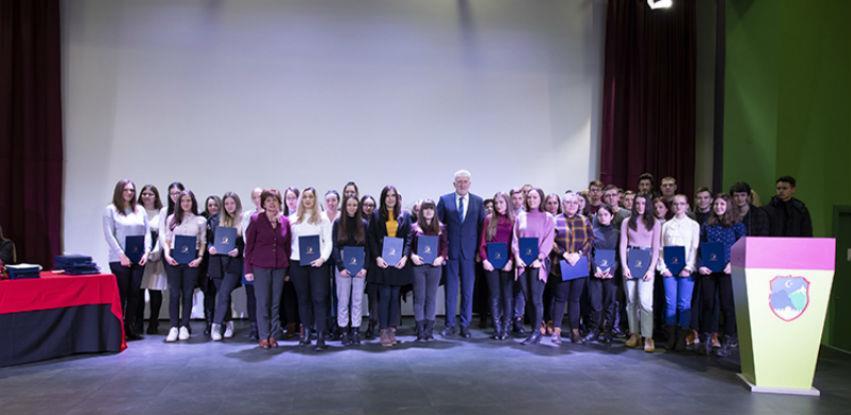 Općina Hadžići stipendira 55 studenata i 49 učenika (Foto)