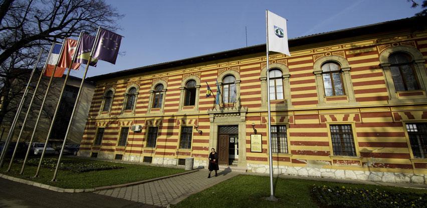 Općina Gračanica: Uručeni besplatni udžbenici za romsku djecu