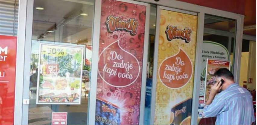 Grafika na staklenim vratima format s vrhunskim vizualnim doživljajem poruke