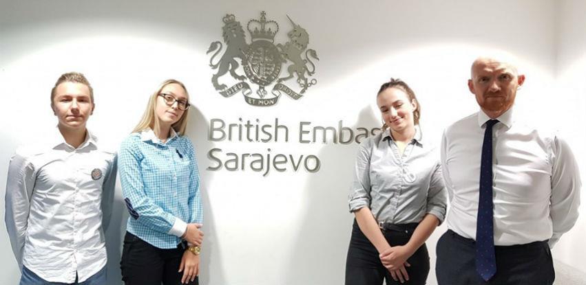 """Srednjoškolci stekli """"prvo radno iskustvo"""" u Britanskoj ambasadi"""