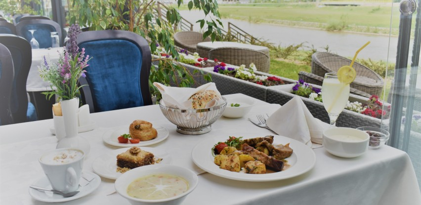 Doživite iftarsku atmosferu u bašti Café-a Orient u Malak Regency Hotelu