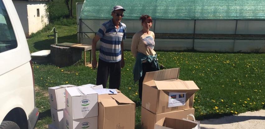Hoše-Komerc donirao 60 prehrambenih paketa porodicama u Gornjem Kotorcu