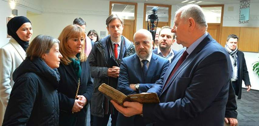 Visoka delegacija SR Njemačke posjetila Gazi Husrev-begovu biblioteku