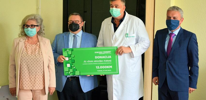 Tvornica cementa Kakanj donirala sredstva za nabavku hladnjaka za vakcine