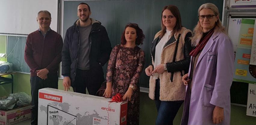 MI-BOSPO poklonio SMART TV školi 9. Maj iz Pazarića