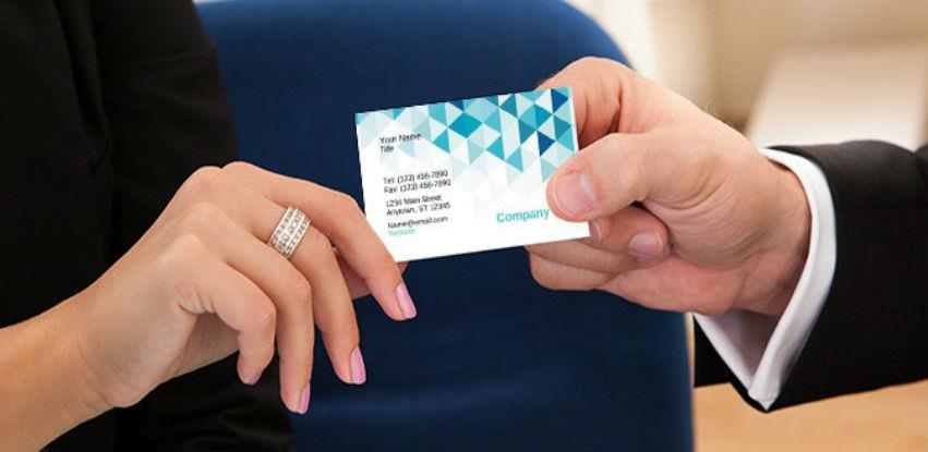 AKCIJA: Izrada vizit kartica + gratis dizajn i stalak za vizitke