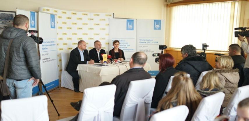 Islamic Relief ured u BiH obradovao 1417 jetima odjećom i obućom