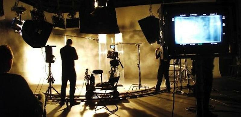 Creativo centar nudi zaokružen proces izrade različitih formi video sadržaja