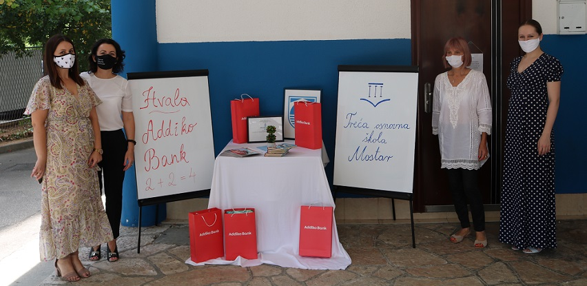 Addiko Cares - nabavljene knjige za biblioteku Treće osnovne škole u Mostaru