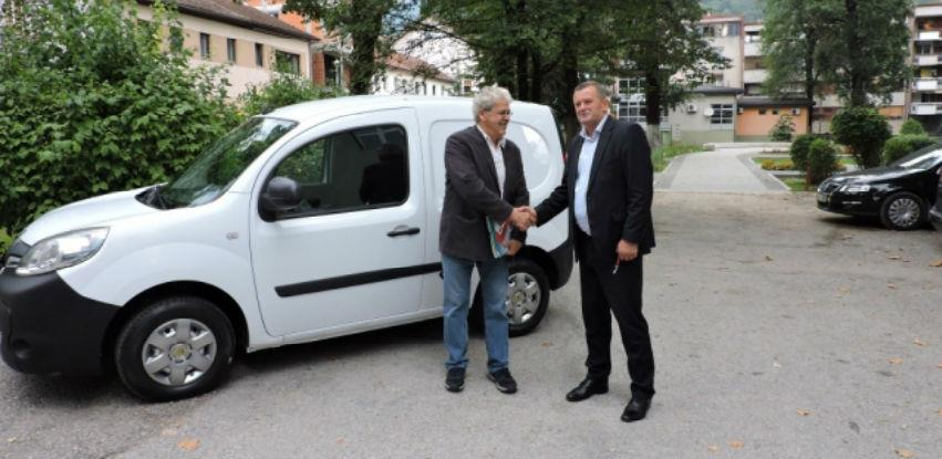 Humanista Ramiz Kadrić uručio dostavno vozilo Općini Jablanica