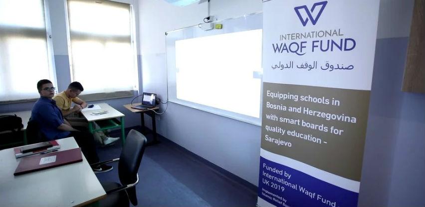 Projekat opremanja 21 učionice smart projektorima