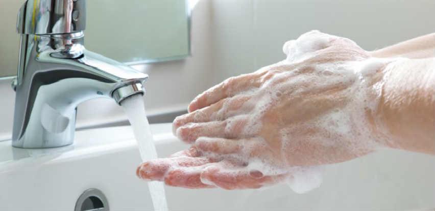 Abrazivna pasta sadrži smjesu supstanci za čišćenje i njegu kože