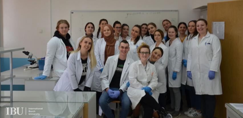 """60 studenata bioloških nauka učestvovalo na radionici """"Analiza proteina"""""""