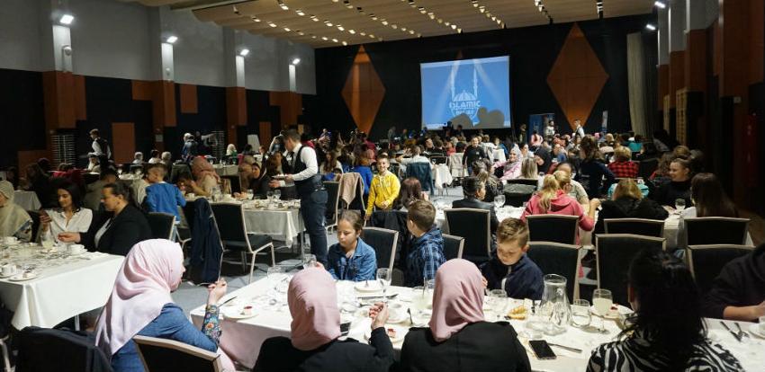 Islamic Relief organizovao iftar za 100 djece jetima i njihove staratelje