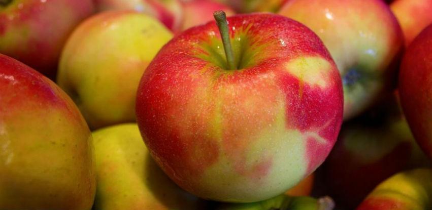 Voćni Rasadnik Srebrenik počinje sa prodajom jabuka i soka od aronije