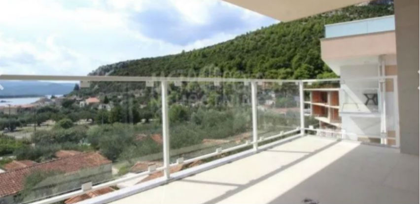 Metropola nekretnine: Trosoban apartman sa pogledom na more