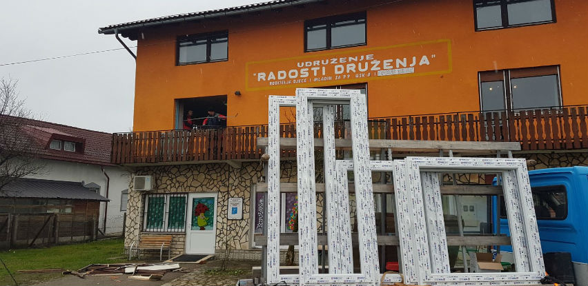 Nova stolarija u radionicama udruženja Radost druženja u Bihaću (Foto)