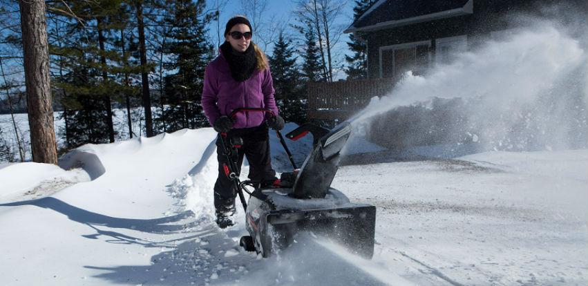 Uklanjanje snijega sa manje napora sa Husqvarna bacačem snijega
