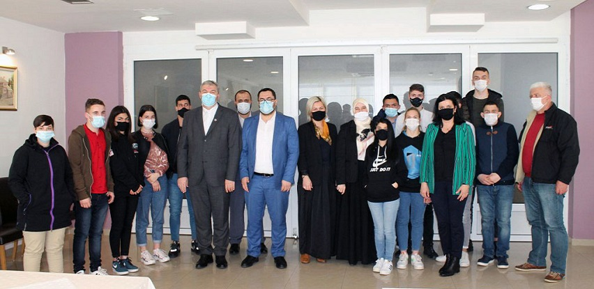 Štićenici Dječijeg doma Mostar potpisali ugovor za redovne stipendije IZ u BiH