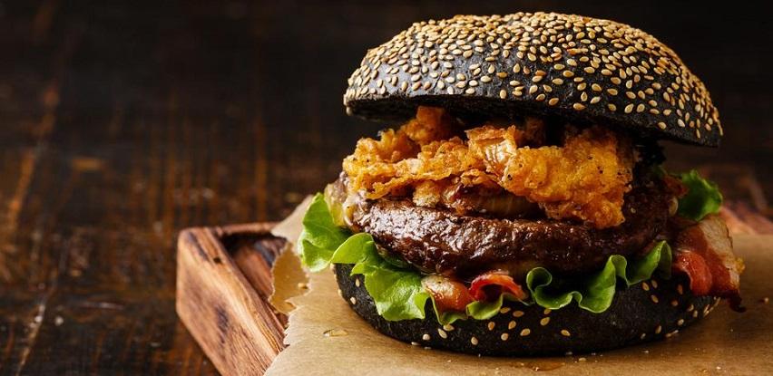 Crno burger pecivo: svi pričaju o njemu!