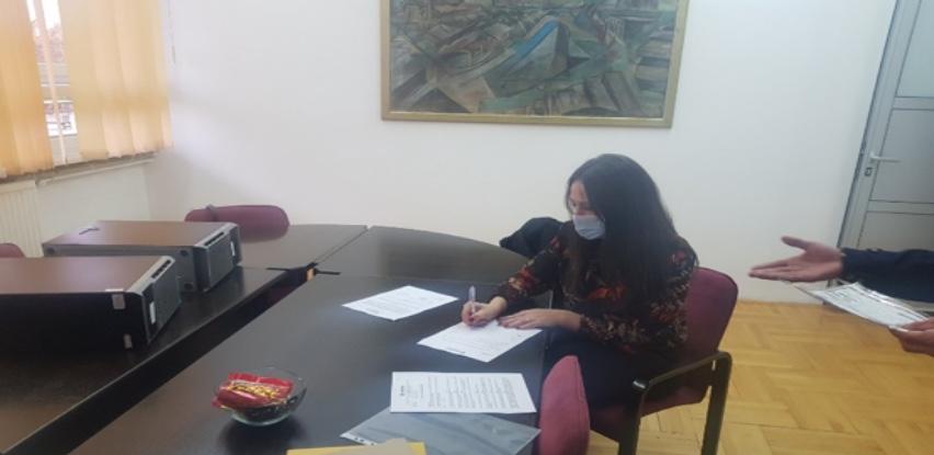 Partner MKF uručio server uređaje školi u Vlasenici
