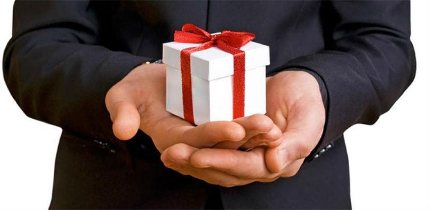 Custom made poslovni pokloni će Vas učiniti drugačijima