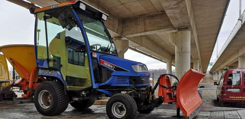 ISEKI TXG23 - traktor za zimsku službu