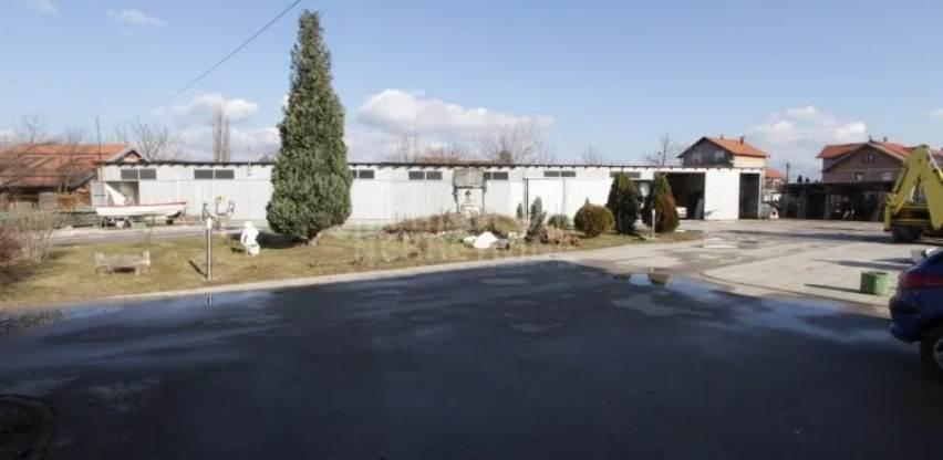 Metropola nekretnine prodaje građevinsko zemljište sa pratećim objektima (Foto)
