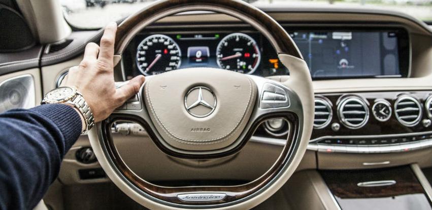 Moderni i elegantni Mercedes-Benz satovi