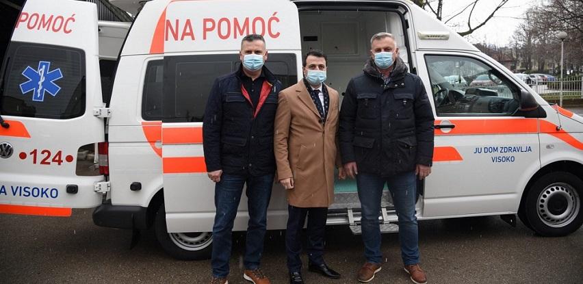 Privrednik Esad Semić Domu zdravlja Visoko uručio vozilo hitne pomoći (Foto)