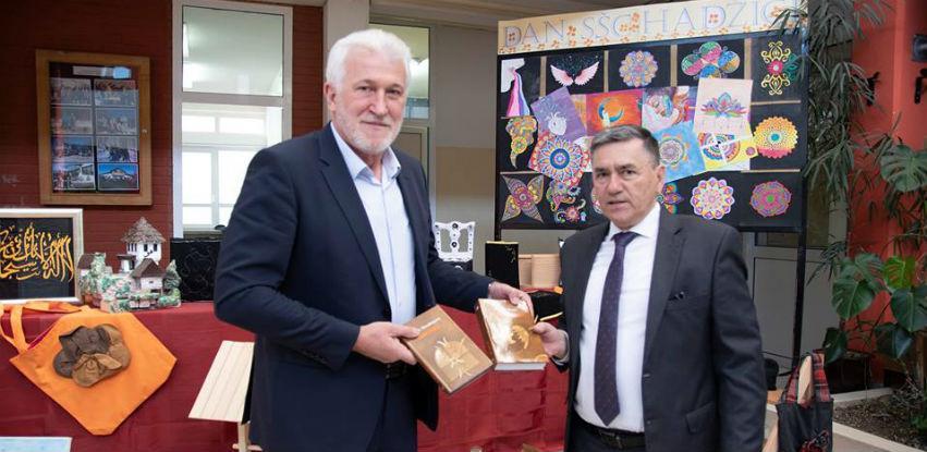 Općina Hadžići donirala 61 naslov za školsku biblioteku